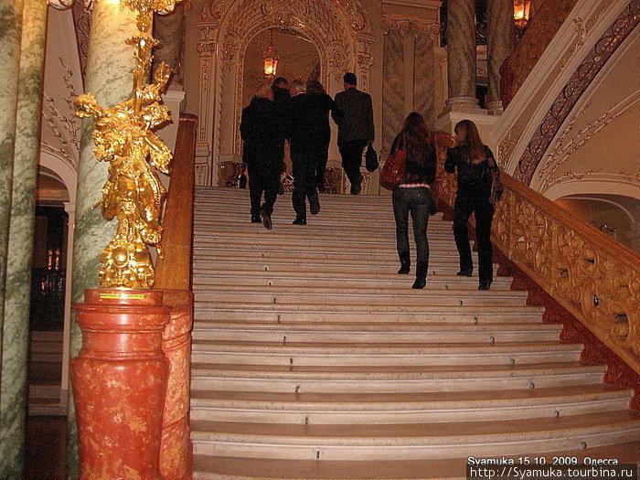 Главная лестница.