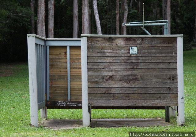 Также в кемпинга есть туалеты и души (чаще с горячей водой, чем с холодной).