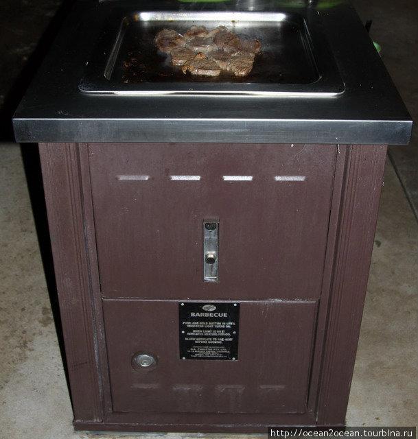 На этих барбекюшницах лучше всего жарить рёбрышки и тонкие ломтики говядины.