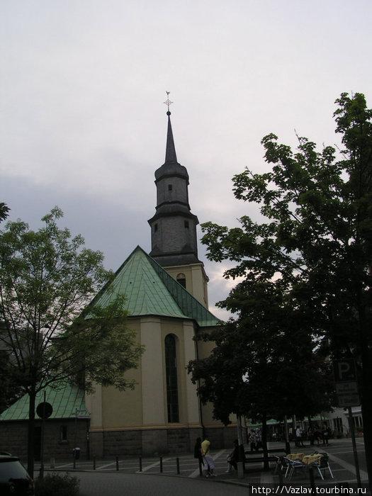Церковь на фоне заката