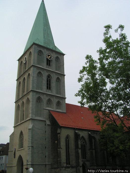 Пирамидальная башня церкви