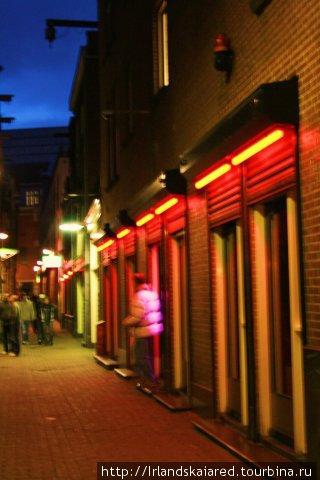 Одна из улочек квартала Красных Фонарей!
