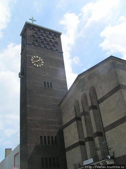 Здание и башня