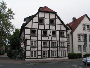 Кривоватый дом