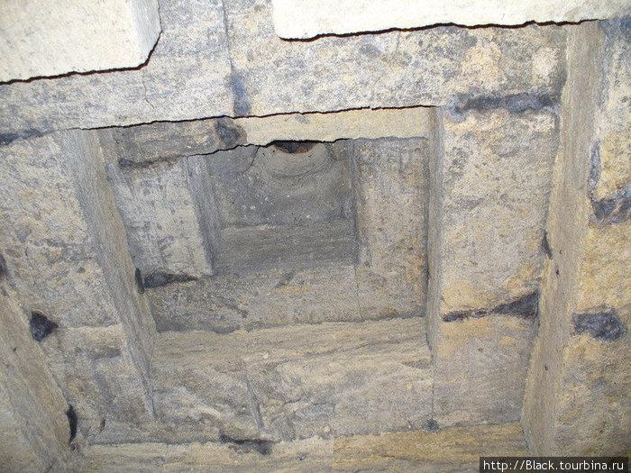 Мелек-Чесменский курган внутри — потолок погребальной камеры