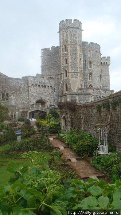 Замок и садик