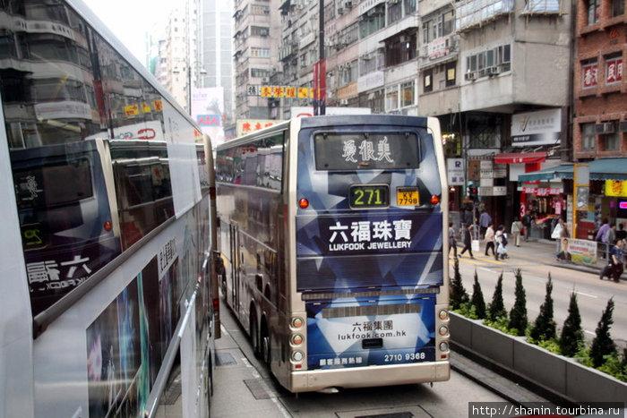 Двухэтажные автобусы на гонконгской улице