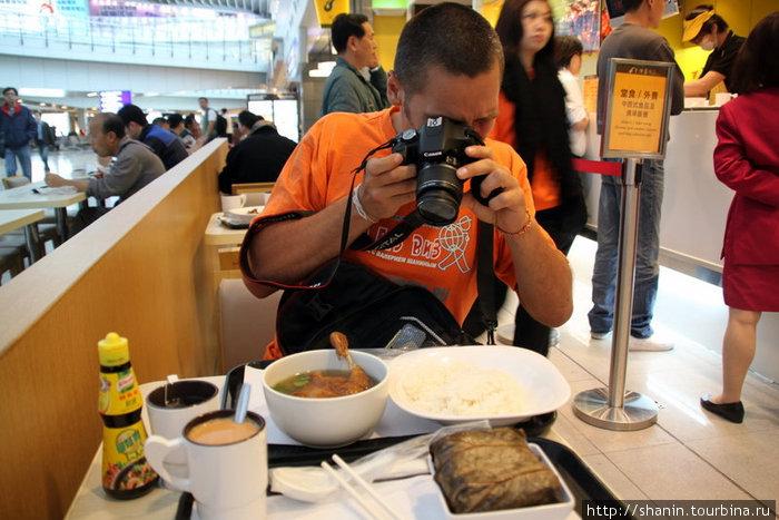 В гонконгском аэропорту кормят вкусно и сравнительно дешево
