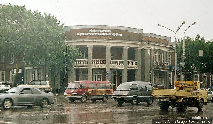 Транспорт на южно-сахалинских улицах. Отечественных автомобилей практически нет