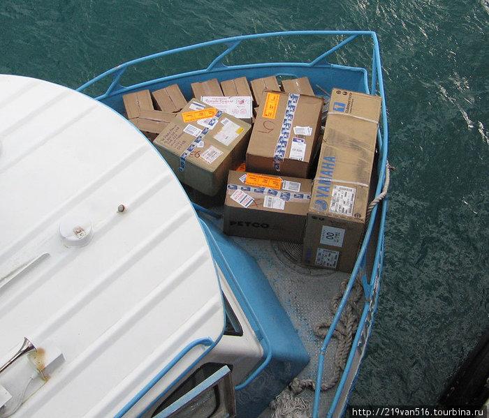 Фото 8. Паром Шарлотта-Амалия — Род-Таун: доставка корреспонденции...