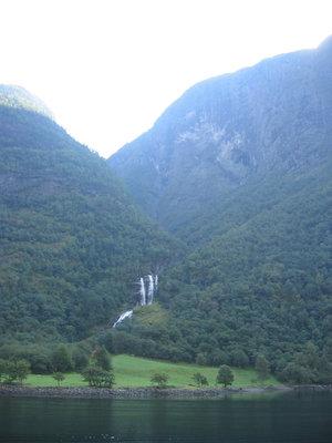 горные речки и водопады очень красивы