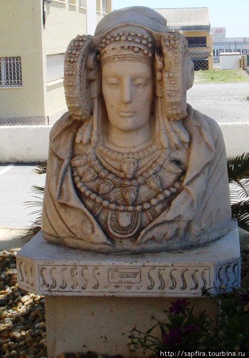 Дама из Эльче   — самый значительный памятник иберийского (древнеиспанского) искусства, был обнаружен 4 августа 1897 года в частных владениях близ Эльче (город в испанской провинции Аликанте).