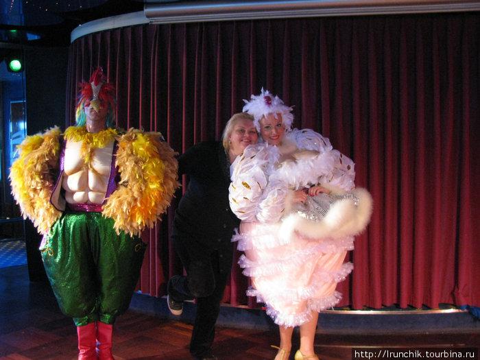 Фото на память в перерыва представления мюзик-холла