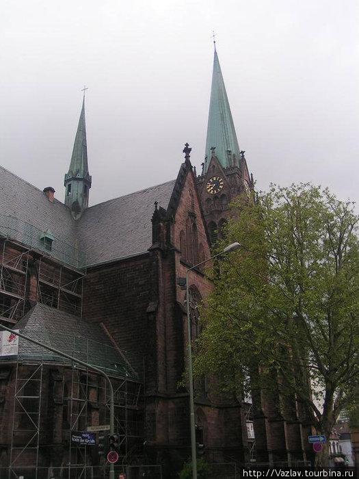 Фасад и главная башня