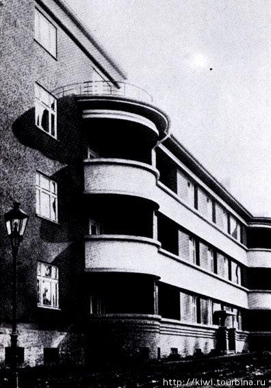Старая фотография здания в Инстербурге, спроектированного архитектором Шаруном