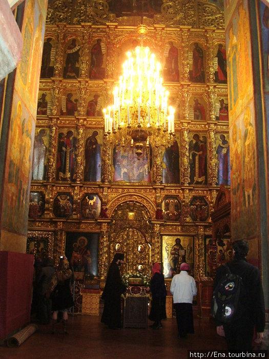 Ипатьевский монастырь. Резной иконостас Троицкого собора