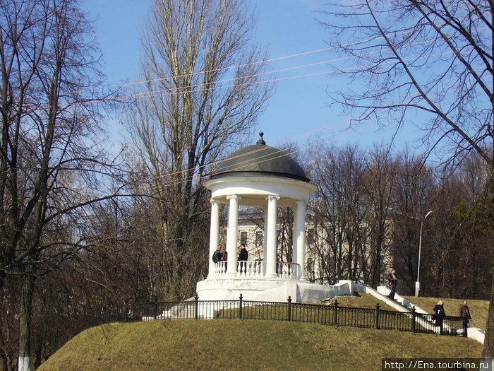 Беседка Островского — место встреч на Волжской набережной