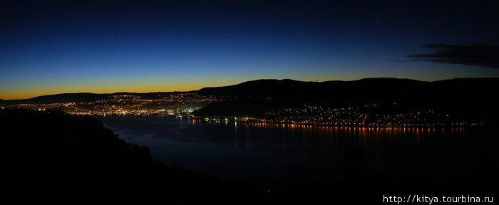 Вид на город Данидин с полуострова Отаго