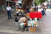 Торговцы на пешеходной улице