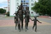 Памятник семье установлен на Соборной площади в 2003 году.