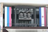 А вот эта троица: Маркс, Энгельс и Ленин на Дворце культуры появилась еще до моего рождения.