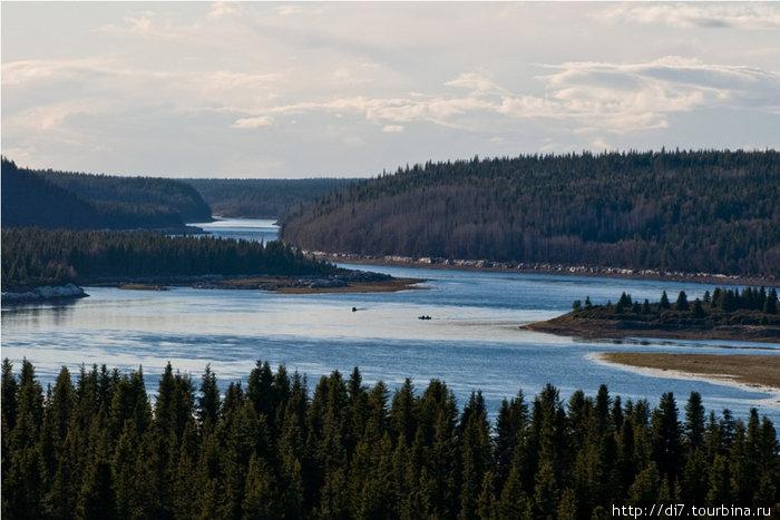 Река Варзуга-вид от школы вверх по иечению