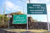 Добро пожаловать в форт. На его территории полицейское управление. Но для туристов вход открыт!