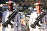 Черный и белый — оба французские моряки