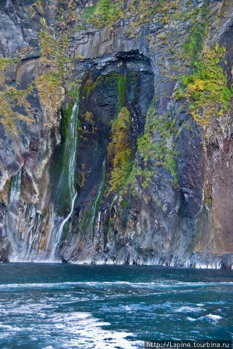 Скалы и водопады