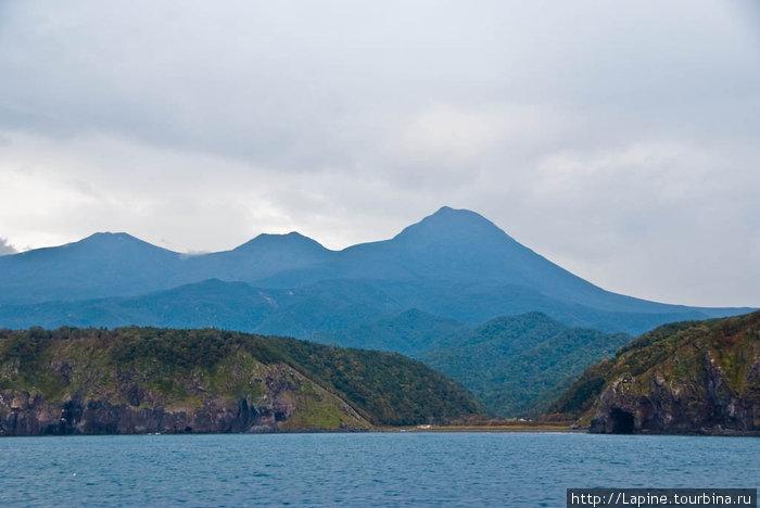 Горная гряда Сиретоко (самая высокая гора — Раусу, 1661 м)