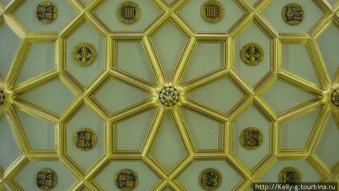 И еще раз потолок в гербами Генриха Восьмого