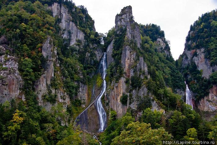 Водопады Гинга (справа) и Рюсей (слева) со смотровой-лайт.
