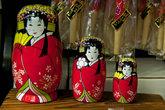 Японские матрешки в сувенирной лавке Соункё Онсэн