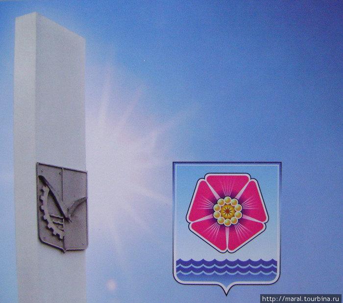 Северодвинск имеет два равноправных, официально утверждённых городских герба