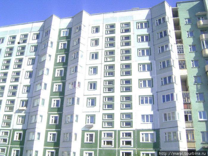 В 70-е годы дома в Северодвинске стали расти вверх. В 1974 году был построен первый 9-этажный дом на ул. К. Маркса. Постепенно из типовых многоэтажек сформировался современный город