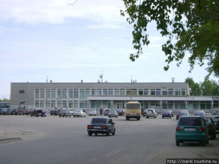 Железнодорожный вокзал в Северодвинске (открыт в 1973 году)