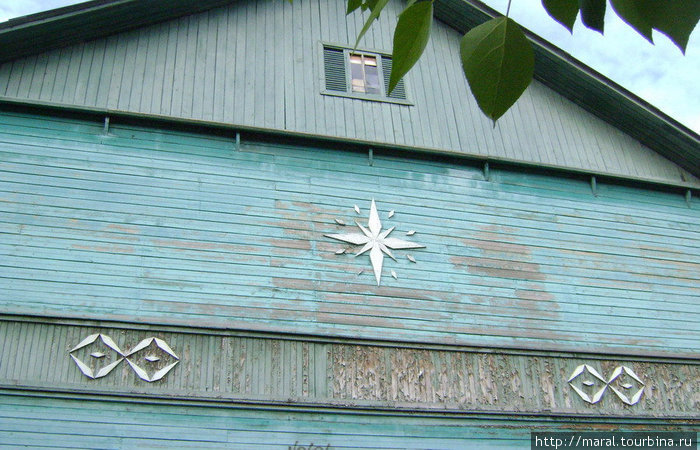 Старый город. Стилизованные снежинки и волны на деревянных домах застройки 50-х годов дают точное толкование называнию города — Северодвинск