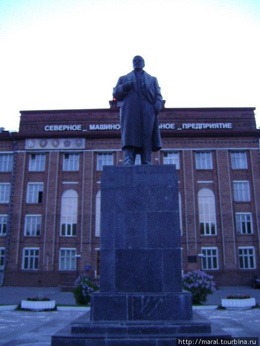 Мать честная! Бронзовый Ленин перед «Севмашем» – близнец бронзового Ильича в моём родном Рыбинске.