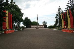 Вечный огонь в конце улицы Ленина.