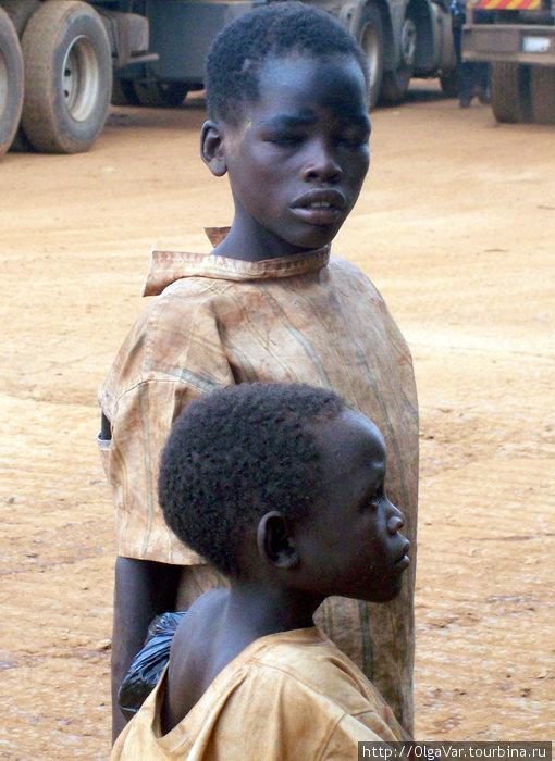 На границе Уганда-Кения. Беспризорники