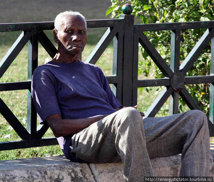 сидеть на улице и тупить весь день — основное занятие 90% населения гаваны