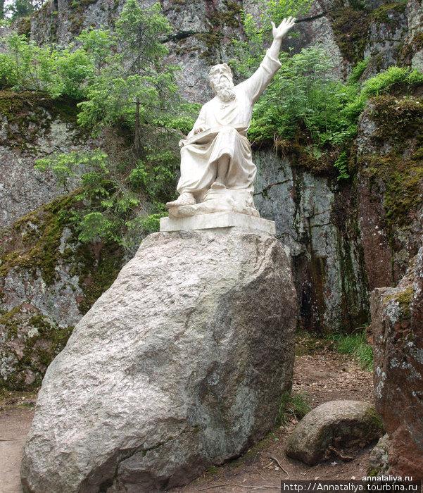 Скульптура Вейнемейнена — карельского народного сказителя, автора