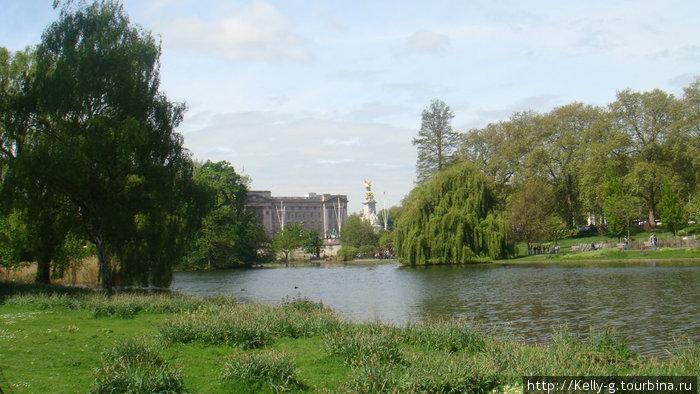 Парк Сент-Джеймс и памятник королеве Виктории