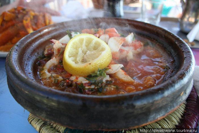 услада голодного серфера — тажин из головоногих — тушенная с овощами кальмарятина