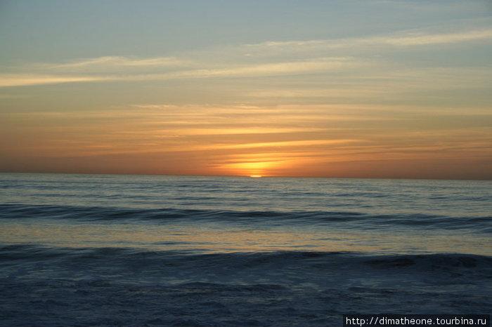 готовящееся занырнуть куда-то за океан на заслуженный отдых Солнце