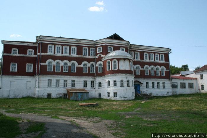 Бывшее духовное училище, школа №1.