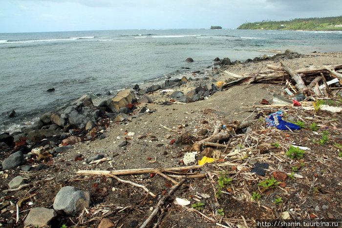 Мусор на берегу — след от цунами