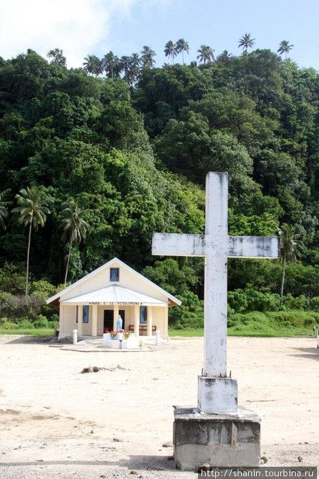 Крест на берегу