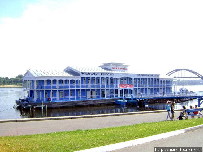Рыбинский дебаркадер — единственный на Волге вот уже 52 года служит речным вокзалом