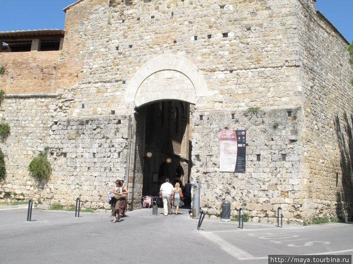 южные ворота Порта Сан Дж